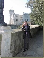 Giuliana con sfondo castello