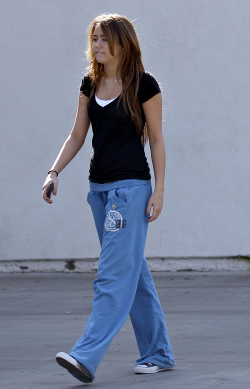 Jenny Rossum Miley-cyrus-pilates-2209-1