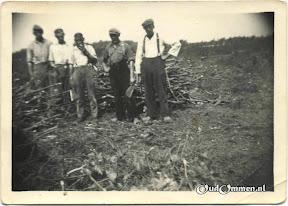 1947_Lemelerberg-houtskoolbranden01bw--.jpg