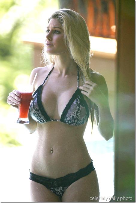 heidi-montag-bikini-in-costa-rica (19)