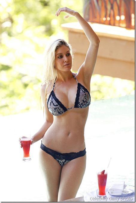 heidi-montag-bikini-in-costa-rica (22)