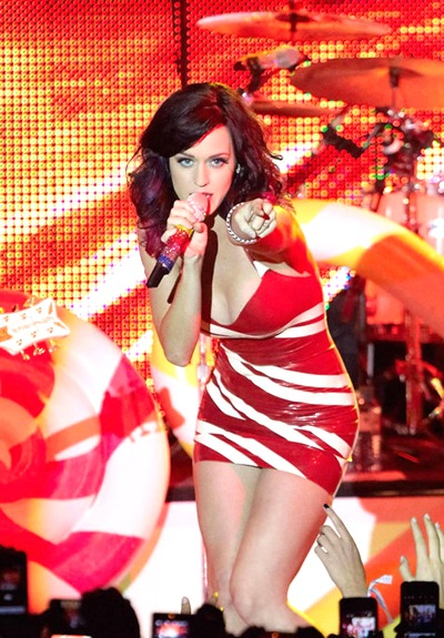 gallery_main-katy-perry-concert-titties-011