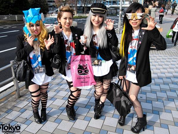Lady-Gaga-Japanese-Fans-2010-04-17-021-P7172