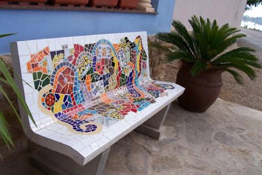 Pon linda tu casa bancos de piedra for Mosaicos para exterior