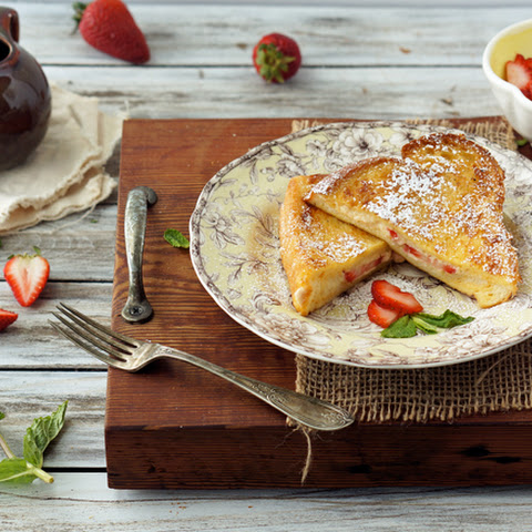 Strawberry-Mascarpone Stuffed French Toast