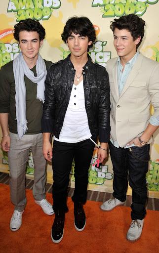 Mi amor es pobre Nick y tu (hot) Jonas-brothers-kca-3289-16