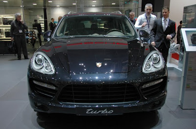 2011 Porsche Cayenne Hybrid and Turbo-02.jpg