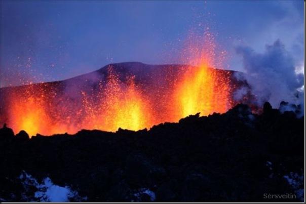 Uma erupção do vulcão islandês (7)