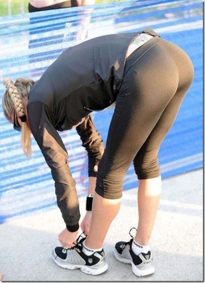 Garotas com calças super apertadas (44)