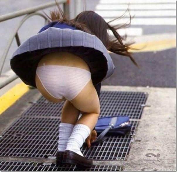 Belas garotas de mini saia   vento = Uma combinação perfeita (28)
