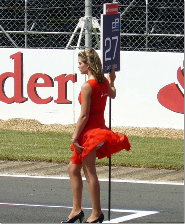 Belas garotas de mini saia   vento = Uma combinação perfeita (21)