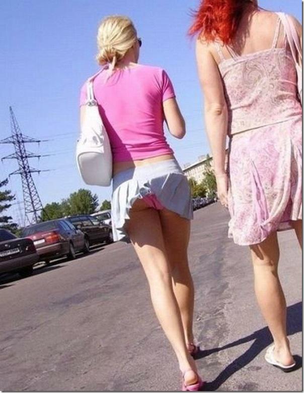 Belas garotas de mini saia   vento = Uma combinação perfeita (43)