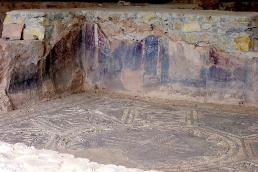 Pinturas y mosaico