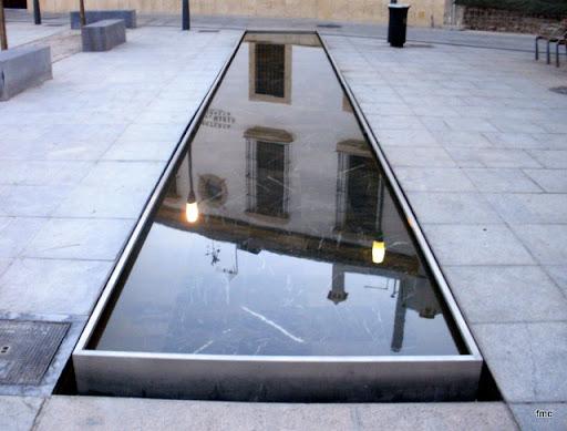 Portada del Convento, que deja ver al fondo San Rafael