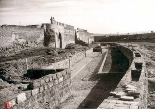 Obras en la Barbacana y acceso a la Huerta del Alcázar (década de los cincuenta del siglo XX).