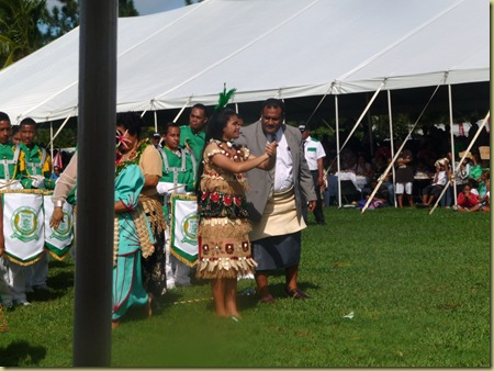 Inoke gives Pa'anga for the dance