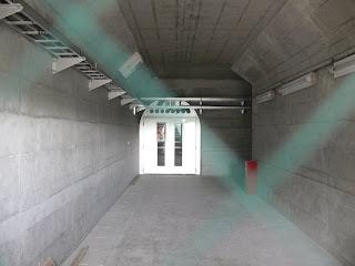 堤体直下からの堤体内ギャラリーへの入り口の奥