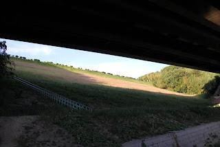 下流より左岸側の堤体を望む