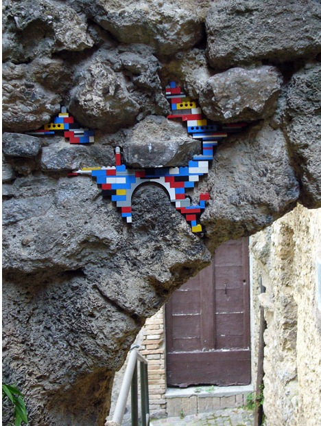 Jan vormann repairs crumbling monuments with lego bricks How to fill a crack in the wall