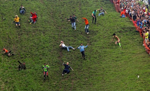 cheese-rolling (12)