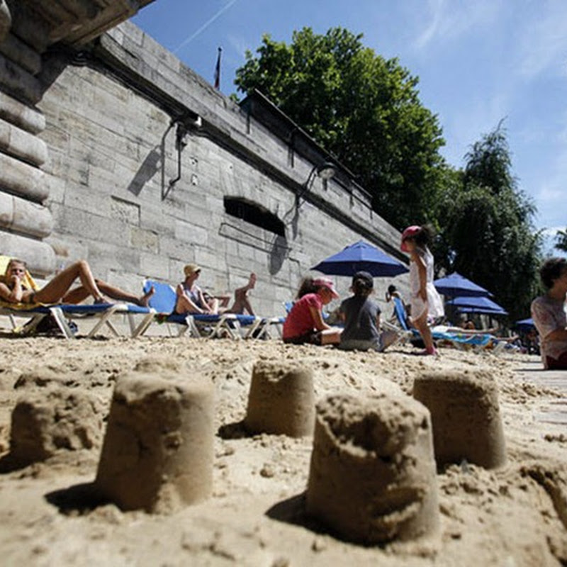 The Artificial Beaches of Paris