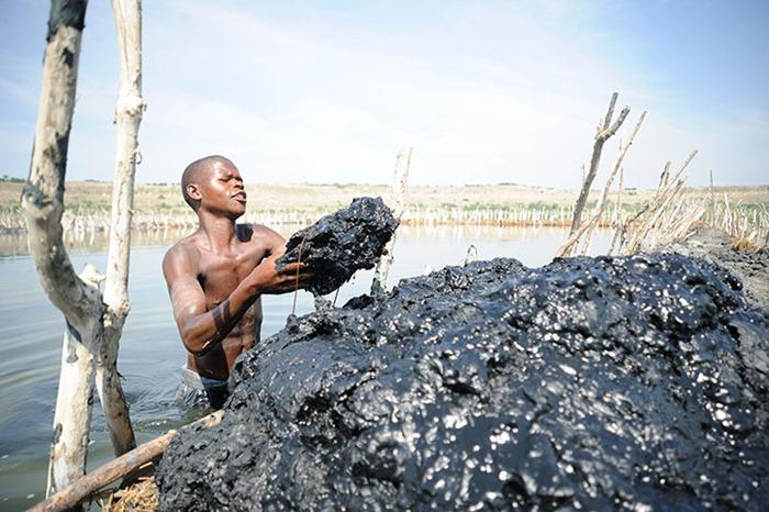 uganda-salt-miners (4)