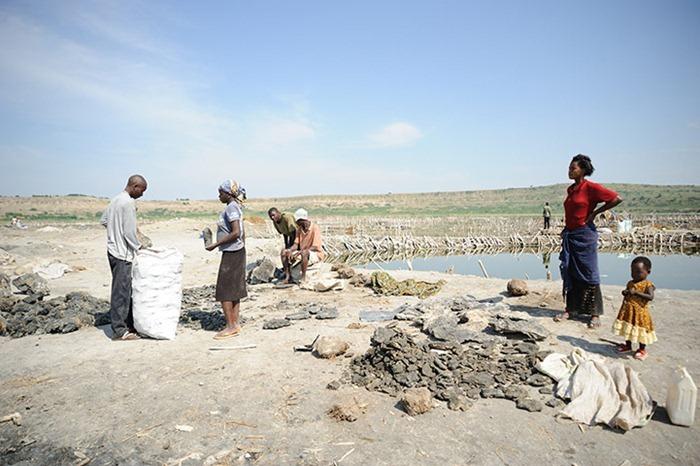 uganda-salt-miners (15)