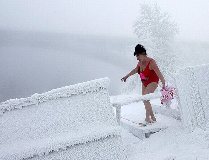 winter_swimming_in_siberia_08