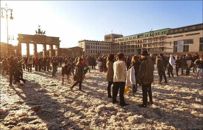 pillow-fight-berlin23