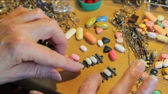 pill-jewelry1