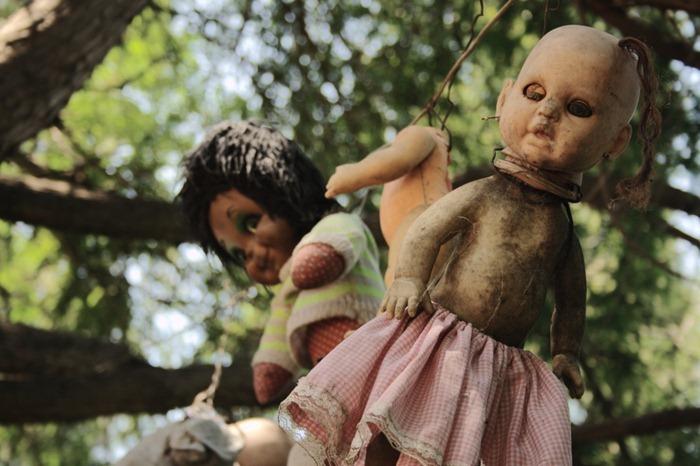 island-of-dolls-9