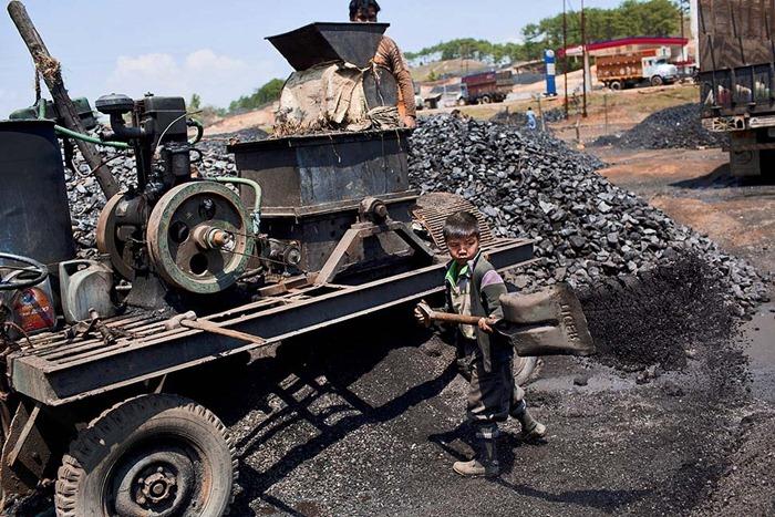 India-Child-Coal.14