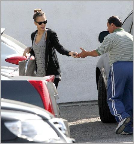Jessica Alba Pregnant Jessica Alba Arriving 1