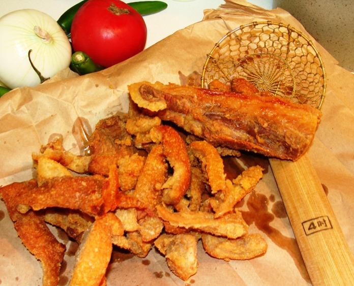 ... Kitchen: How to Make Pork Rinds-Skins / Cómo Hacer Chicharrones