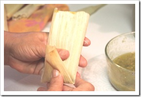 chicken tamales in green sauce-9