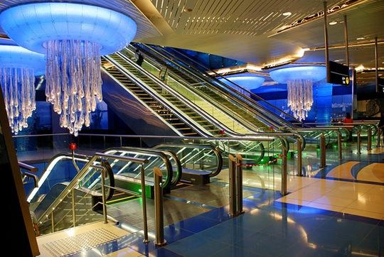 800px-Metro_Dubai_station