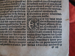 Detalle con abundantes elementos tipográficos antiguos.