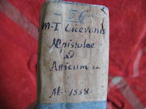 Tejuelo manuscrito.