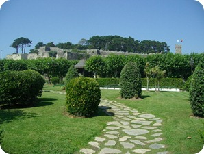 Jardins no entorno da Fortaleza de Monte Real