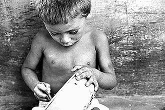 Fome - Imagem do documentário Garapa, de José Padilha