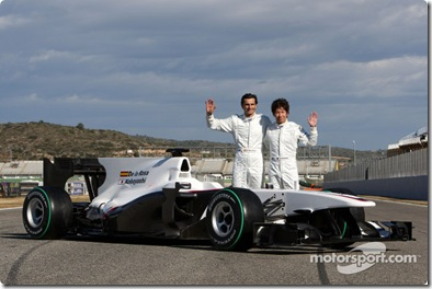 31.01.2010 Valencia, Spain Pedro de la Rosa (ESP), BMW Sauber F1 Team and Kamui Kobayashi (JAP), BMW Sauber F1 Team with the C29 - BMW Sauber F1 Team Launch - www.xpb.cc, EMail: info@xpb.cc - copy of publication required for printed pictures. Every used picture is fee-liable © Copyright: Davenport / xpb.cc