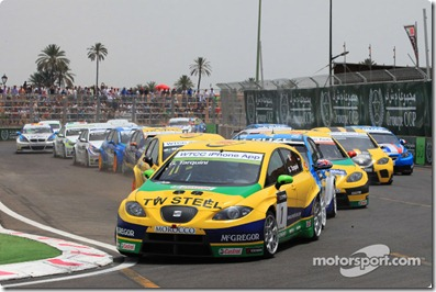 02.05.2010 Marrakech, Morocco, Start of Race 1, Gabriele Tarquini (ITA), SR - Sport, SEAT Leon 2.0 TDI leads - WTCC, Marrakech, Morocco, Rd. 05-06 - www.xpb.cc, EMail: info@xpb.cc - copy of publication required for printed pictures. Every used picture is fee-liable. © Copyright: Schaber / xpb.cc