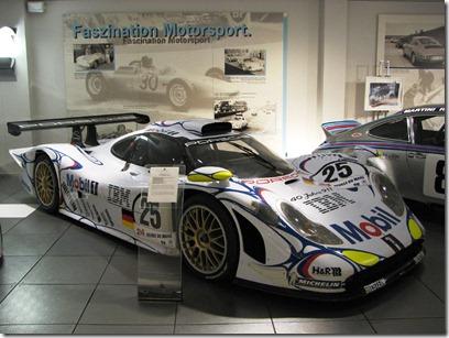 Porsche_911_GT1_'98_-25