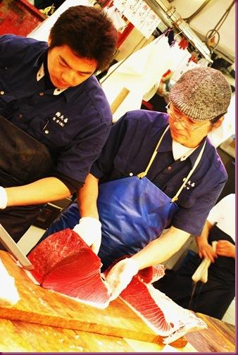 tsukiji market tuna vendor