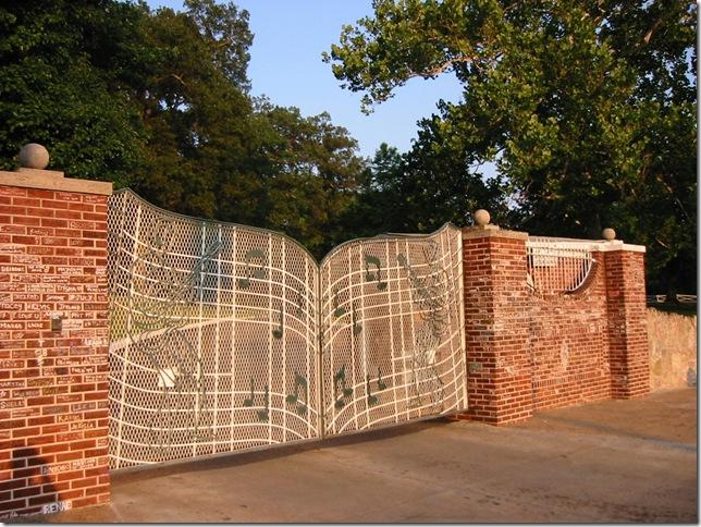 Graceland_Entrance