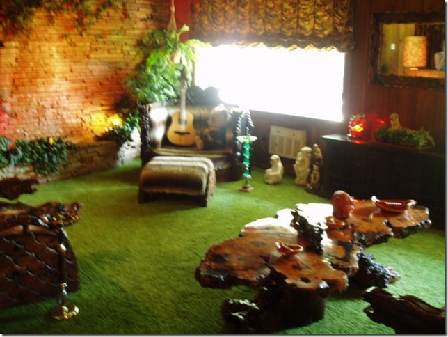 1278918-The-Jungle-Room--Graceland-1