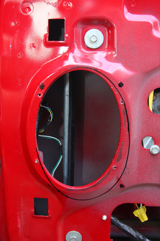 Neat Trick For Fitting Big Speakers Into Superduty Doors