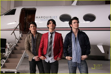 jonas-brothers-surprise-theater-invasion-06