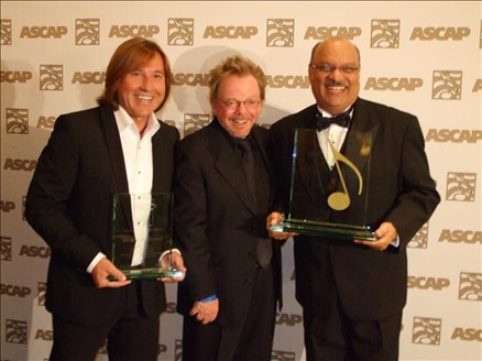 664801240-montaner-fonsi-alfanno-reciben-homenajes-especiales-premios-ascap-2009