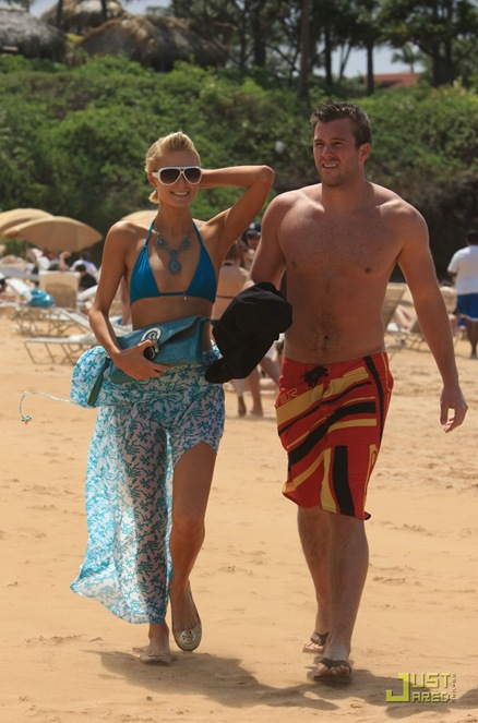 paris-hilton-doug-reinhardt-beach-10